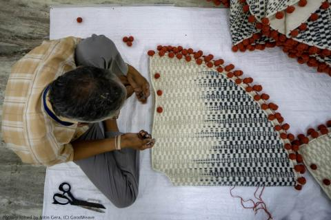 Man weaving on floor_Photographed by Nitin Gera © GoodWeave